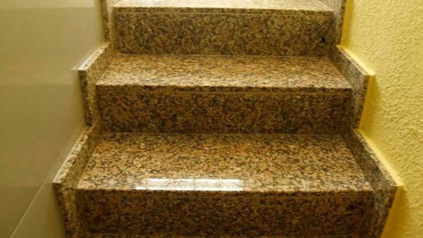 Стильные гранитные лестницы и ступени
